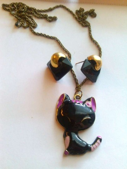Preload https://item1.tradesy.com/images/black-pink-gold-free-matching-earrings-bronze-long-cute-kitten-necklace-141075-0-0.jpg?width=440&height=440