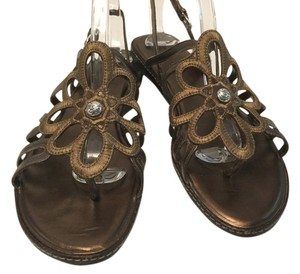 Brighton Thong Slingback Floral Center Brown fabric & leather Sandals