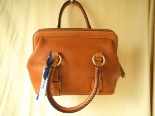 Preload https://item3.tradesy.com/images/dooney-and-bourke-small-mitchell-natural-leather-shoulder-bag-141127-0-0.jpg?width=440&height=440