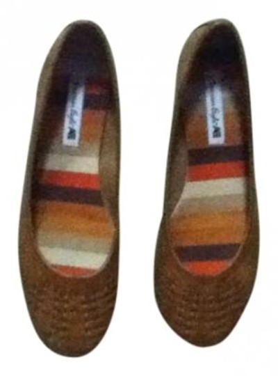 Preload https://img-static.tradesy.com/item/141180/american-eagle-outfitters-tan-brown-payless-flats-size-us-7-0-0-540-540.jpg