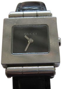 480f083eaf4 Gucci Elegant Gucci Women s Watch with Gucci Box Swiss Made Accurate
