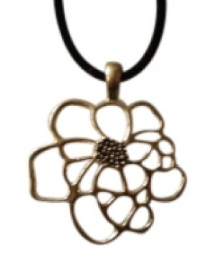 Preload https://img-static.tradesy.com/item/141249/silver-flower-necklace-0-0-540-540.jpg