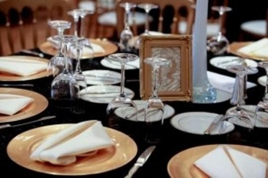 White Old Hollywood Ostrich Feather and Table Decor Centerpiece