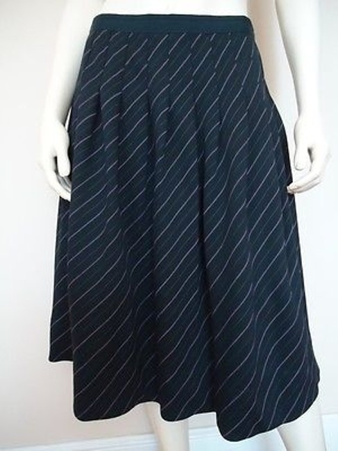 Preload https://img-static.tradesy.com/item/14146984/anne-klein-stretch-wool-pleated-skirt-lined-dark-navy-pinstripe-0-0-650-650.jpg