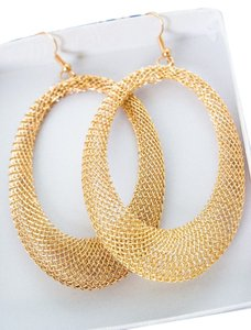 0 Degrees Oval Shaped Golden Color Earring Set!