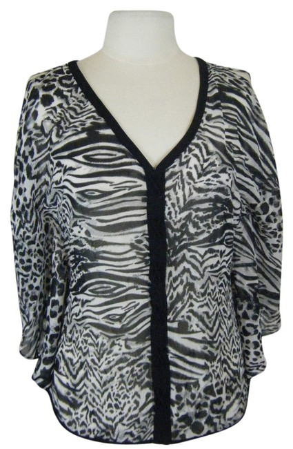 Preload https://img-static.tradesy.com/item/1416426/guess-black-and-white-s-batwing-sheer-animal-print-and-dolman-split-blouse-size-6-s-0-2-650-650.jpg