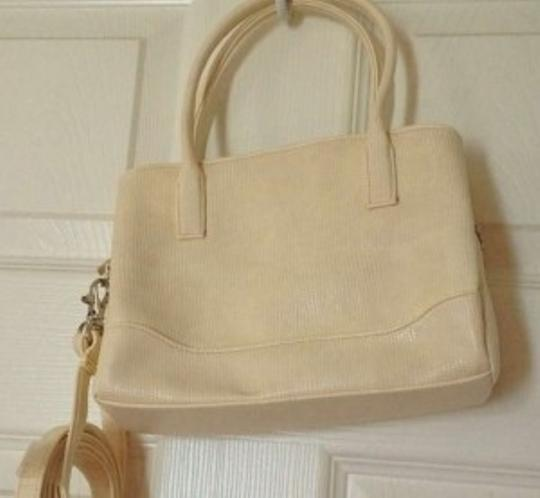 Mossimo Supply Co. Removable Strap. Cute Satchel in Off White