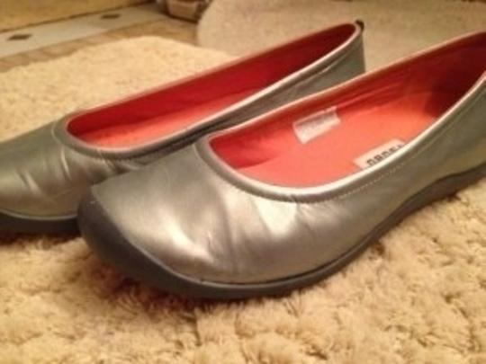 Tsubo Leather silver Flats