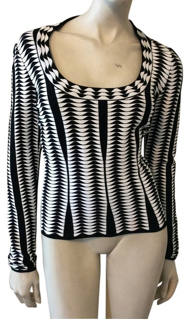 Preload https://img-static.tradesy.com/item/14167600/alaia-blackwhite-long-sleeve-blouse-size-8-m-0-1-650-650.jpg