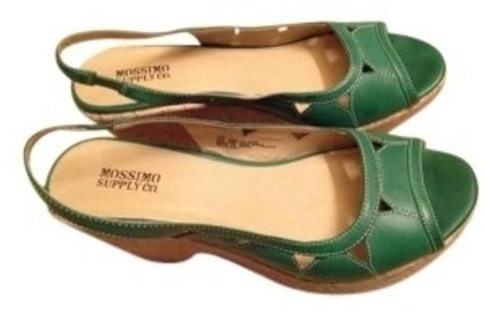 Preload https://item4.tradesy.com/images/mossimo-supply-co-green-cork-peep-toe-wedges-size-us-10-141708-0-0.jpg?width=440&height=440