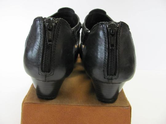 Aerosoles Leather Size 8.50 M Very Good Condition Black Wedges