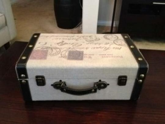 Preload https://img-static.tradesy.com/item/141791/faux-vintage-suitcase-other-0-0-540-540.jpg