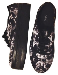 Zara Rose Print Platform Sneaker black/white Athletic
