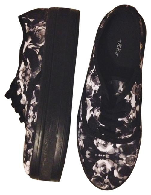 Item - Black/White Rose Print Platform Lace-up Sneakers Size US 7.5 Regular (M, B)