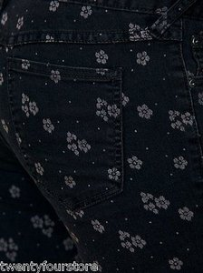 Free People People Ditsy Daisy Floral Printed Skinny In Black Denim 27 Skinny Jeans