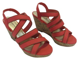 Montego Bay Club New Size 7.50 M Redish/Pink Wedges