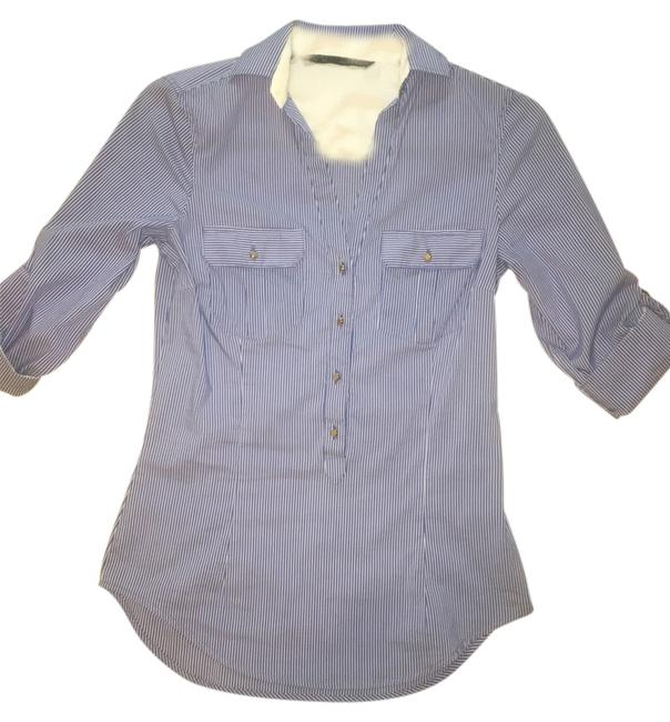 Preload https://img-static.tradesy.com/item/14202130/zara-blue-white-fitted-button-down-top-size-0-xs-0-1-650-650.jpg