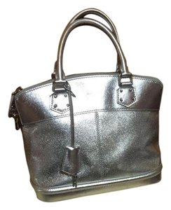 Louis Vuitton Tote in Silver