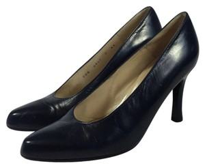 Charles Jourdan Size 7n Paris Classic Navy Blue Pumps
