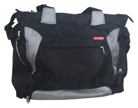 Preload https://img-static.tradesy.com/item/14202754/skip-hop-bento-black-water-resistant-fabric-diaper-bag-0-2-540-540.jpg