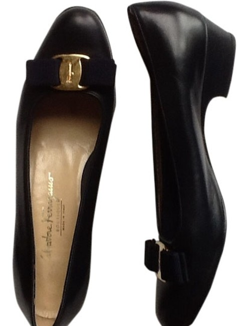 Item - Navy Blue Bow with One Inch Heel. Flats Size US 7.5 Regular (M, B)
