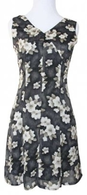 Preload https://item1.tradesy.com/images/elle-black-with-cream-floral-pattern-v-neckline-knee-length-short-casual-dress-size-2-xs-142055-0-0.jpg?width=400&height=650