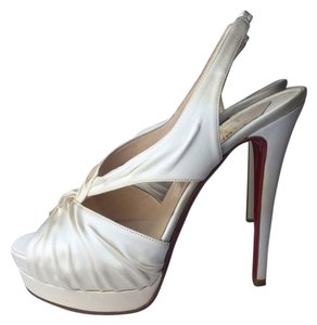 Christian Louboutin off white Pumps