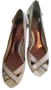 BCBG Ivory/ Brown Sandals