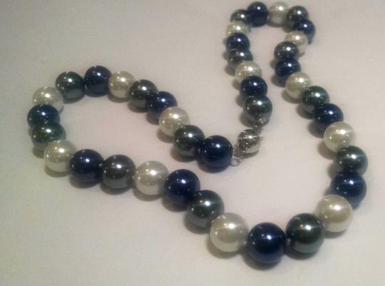 Other Sea Shell Pearl Necklace 8 mm Pearls 18 inch Blue Gray White J417