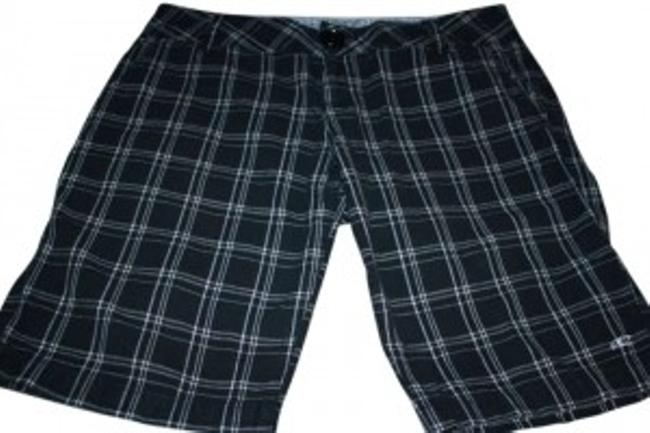 Preload https://img-static.tradesy.com/item/142324/o-neill-black-and-cream-plaid-board-shorts-size-6-s-28-0-0-650-650.jpg