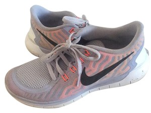 online store 1b59a fec1a Added to Shopping Bag. Nike Grey Athletic. Nike Grey 5.0 Sneakers Size US  7.5 ...