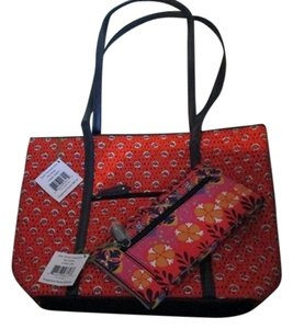 Vera Bradley Carry All Wallet Beach Tote in Multi