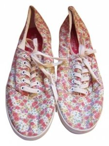 American Eagle Outfitters Red, Pink Paisley Athletic