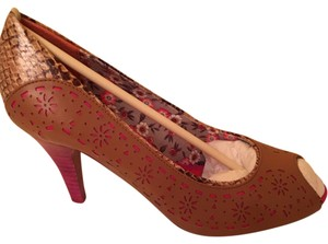 Poetic License brownstone Pumps
