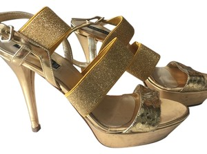 Claudia Ciuti Gold Pumps