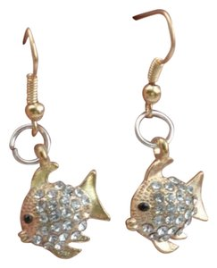 Brand new! Adorable Gold Fish Earrings