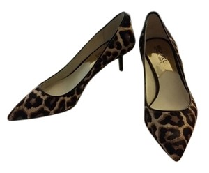 Michael Kors Mk Suede Classic Chrome Leopard Pumps