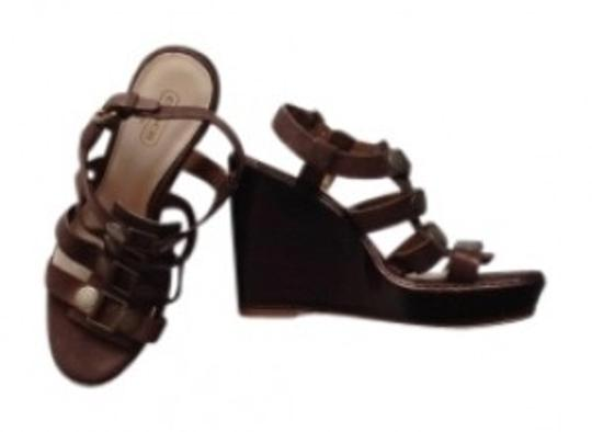 Preload https://img-static.tradesy.com/item/142489/coach-brown-summer-with-metallic-accents-wedges-size-us-7-0-0-540-540.jpg