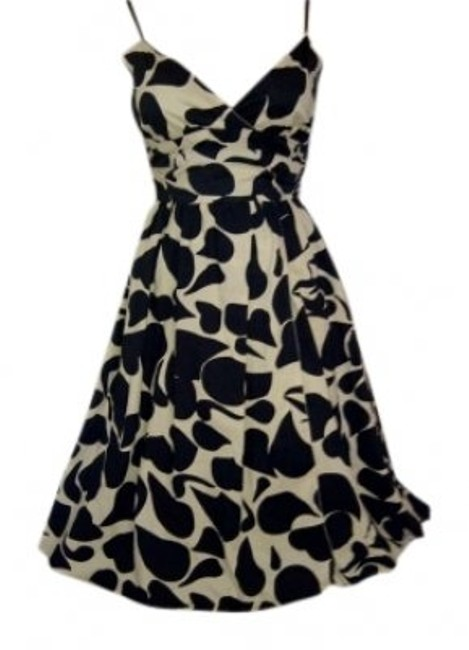 Preload https://img-static.tradesy.com/item/142505/max-studio-black-and-ivory-print-sundress-with-sash-tie-in-knee-length-short-casual-dress-size-2-xs-0-0-650-650.jpg
