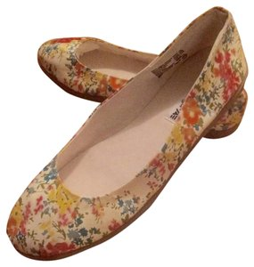 Floral White Flats