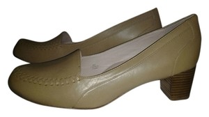 Taryn Rose tan Pumps
