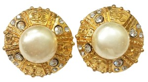 Chanel Authentic Chanel 18K Gold Pearl Clip on Earrings