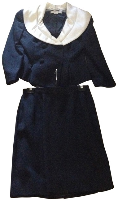 Item - Black with White Skirt Suit Size 8 (M)