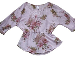 Xhilaration Flowers 3/4 Sleeves Top Lilac