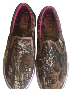 Skechers pink and camo Athletic