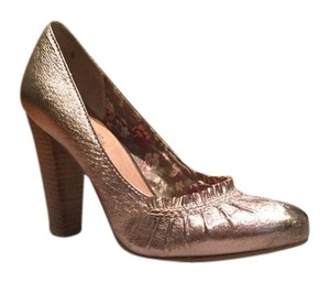 Seychelles Metallic platinum Pumps