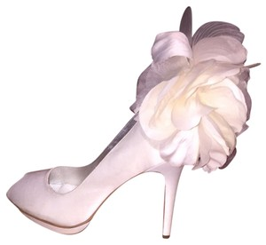 Beverly Feldman Ivory Pumps
