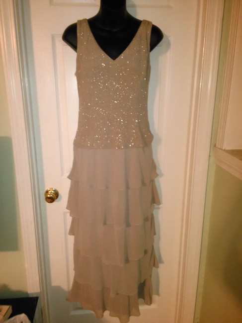 Item - Silver Formal Bridesmaid/Mob Dress Size 8 (M)