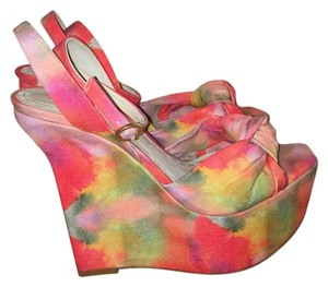 Alice + Olivia Pink Watercolor-esk Wedges