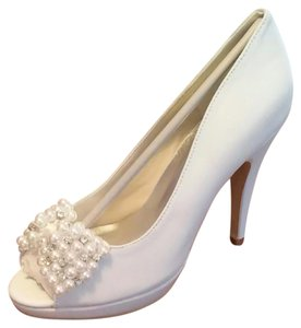 Faux Pearl And Crystals Bridal Pumps Wedding Shoes